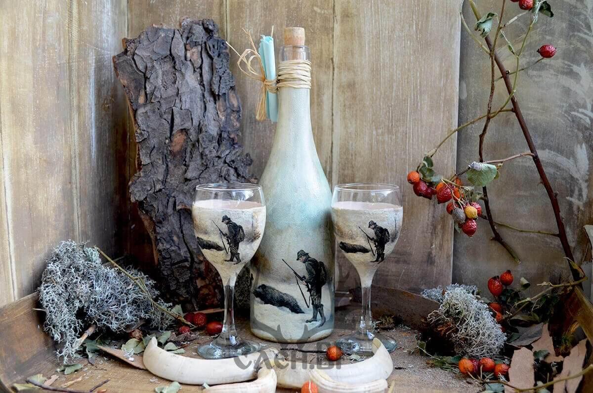 бутилка и две чаши за ракия ловни
