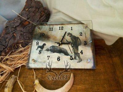 Стенен часовник с ловен мотив