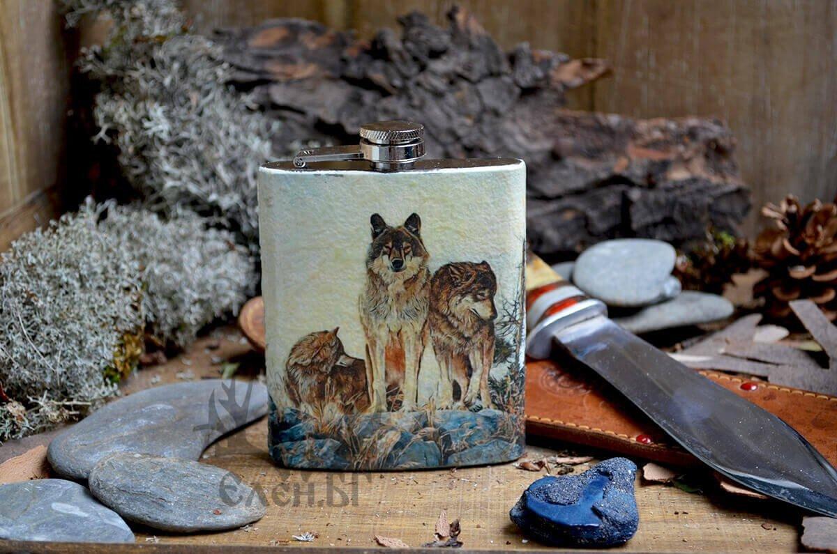 метална бутилка за алкохол с вълци