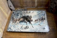 Часовник с ловни мотиви