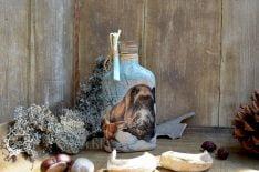 стъклена бутилка 200 мл с диво прасе и ловно куче
