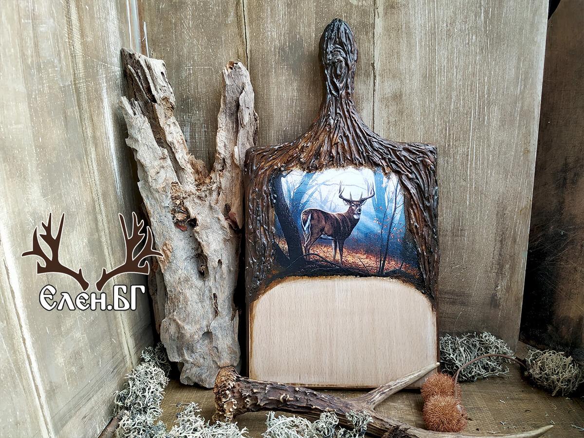 Дървена кухненска дъска с елен